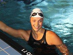 Tým žen TJ Slávie Chomutov plaval v čele se Simonou Baumrtovou na snímku.