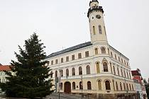 Radnice v Klášterci nad Ohří. Archivní foto