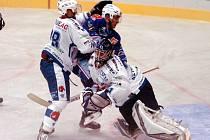 Snímek z utkání hokejistů KLH s Medvědy z Berouna, kdy Chomutovští skórovali ve stejném poměru, jako nyní v Benátkách.