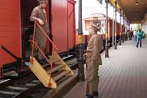 Replika legendárního vlaku legionářů na hlavním nádraží v Chomutově