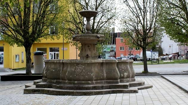 Co je nového? Prošli jsme se po náměstí Dr. E. Beneše v Jirkově.