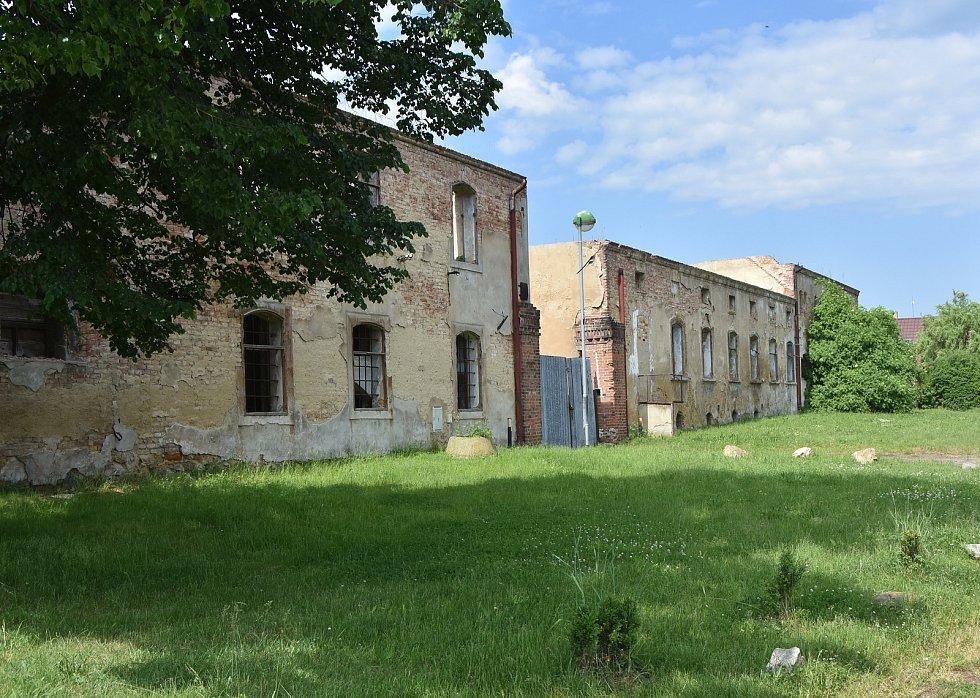 Pozůstatky selské usedlosti v centru Pesvic.