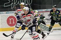 Piráti Chomutov - HC Energie Karlovy Vary 4 : 2.