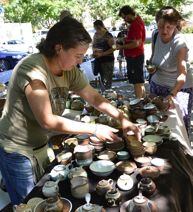 Festival amatérských čajových nadšenců na Studentském náměstí v Kadani.