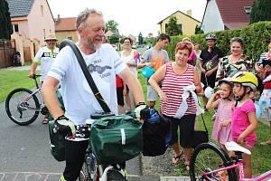 Vladimír Petrů ze Slavětína obejel za 55 dní Československo i s Podkarpatskou Rusí, ujel více než 4 400 km.