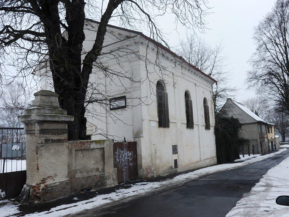 Jirkovská synagoga na archivních snímcích