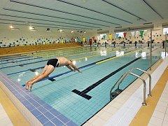 Plavcům je k dispozici bazén s délkou 25 metrů