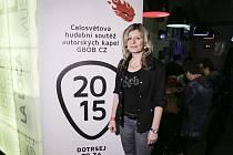 VĚRA FRYČOVÁ, jednatelka Kultury a sport, jako porotkyně na národním finále celosvětové soutěže Global Battle of Bands.