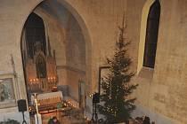 Opravený kostel v Otvicích.