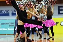 Již po třinácté se sešli nejlepší basketbalisté České republiky, aby si zahráli exhibiční utkání. Šestým rokem přitom bojuje ČR proti zbytku světa. Tentokráte zvítězil svět 109:87.Rozstleskávačky Chomutov