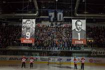 Při slavnostním ceremoniálu k výročí 70 let nechal hokejový klub Piráti Chomutov ke stropu arény vytáhnout dva dresy významných osobností z minulosti. Šlo o útočníka Jiřího Růžičku a brankáře Karla Straku.