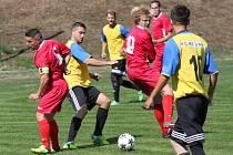 Utkání Černovic (v červeném) proti Baníku Březenecká