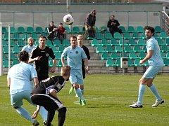 Utkání FC Chomutov (v modrém) proti SK Úvaly