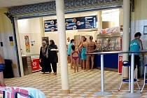 Muslimky vyvolaly u bazénu chomutovského Aquasvěta pozdvižení