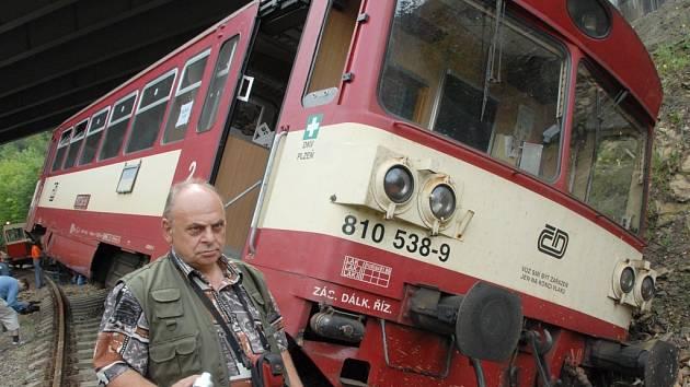 Vykolejený vlak u Černovic.
