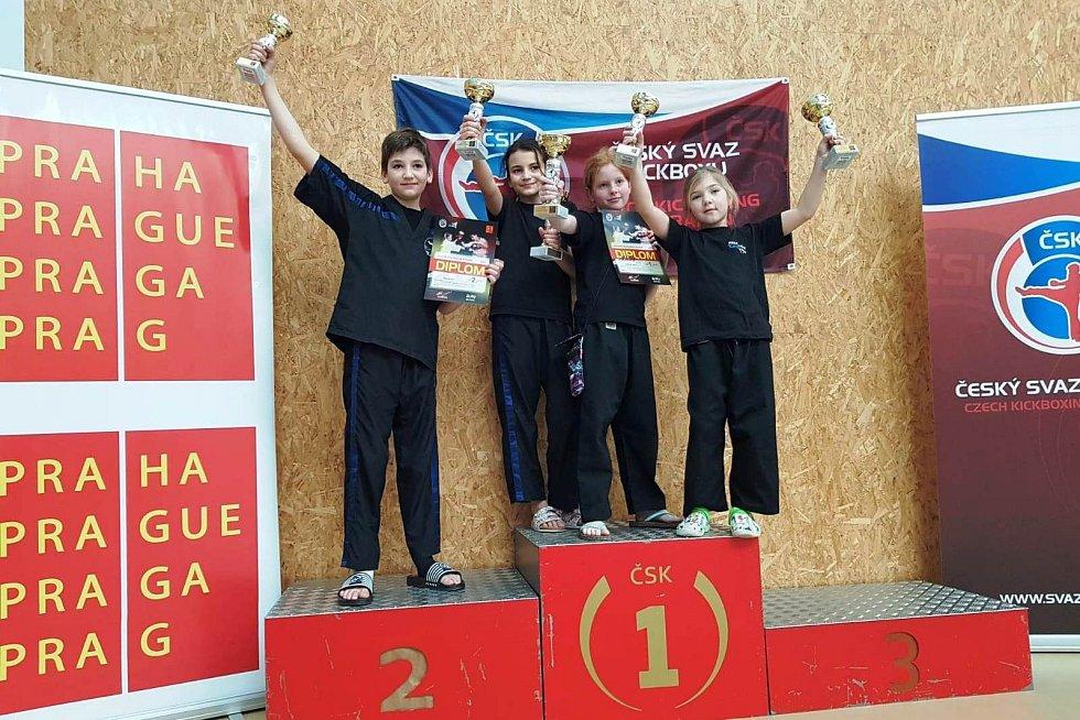 Na snímku jsou úspěšní závodníci SK Kosagym Kadaň. Zleva Jiří Hlaváč, Klára Hlaváčová, Alice Jansová a Laura Zimmermannová.