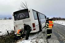 Autobus sjel z cesty u Měděnce