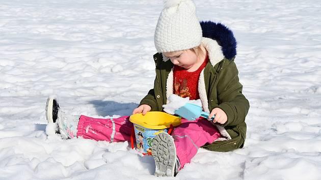 Sníh odchází, stále je ale možné si ho užít.