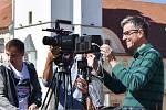 Režisér Roman Němec při práci.