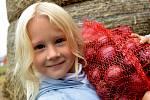 Cibule v pytlích lákala i děti. Ty si užívaly hlavně malou farmu se zvířátky.