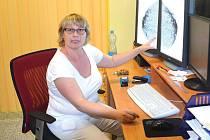PRIMÁŘKA Radiodiagnostického oddělení v chomutovské nemocnici MUDr. Dagmar Kollertová při diagnostice.