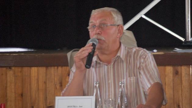 Starosta Klášterce Jan Houška během červnového zastupitelstva.