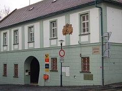 Dům č.p. 10 na kláštereckém náměstí.