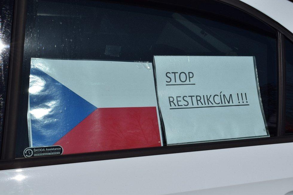 Chomutov zažil druhou protestní jízdu proti vládním opatřením.