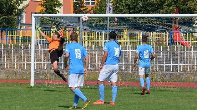 Na střelu Michala Doubka byl kadaňský gólman Milan Hanuš krátký. Jílové podruhé v utkání vyrovnalo. Díky zlepšenému výkonu v závěru zápasu však Tatran nakonec zvítězil.