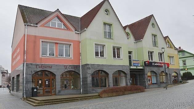 Dům na náměstí Dr. E. Beneše je na prodej.