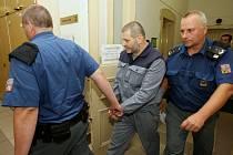 Alexandr Novák žádá soud o podmíněné propuštění z vězení. Po problémech ve vězení v Teplicích, kdy byl u něho nalezen počítač, byl umístěn do vazební věznice v Litoměřicích