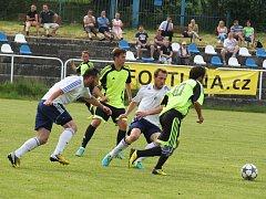 AFK Loko Chomutov (v bílém) - ASK Lovosice 0:2.