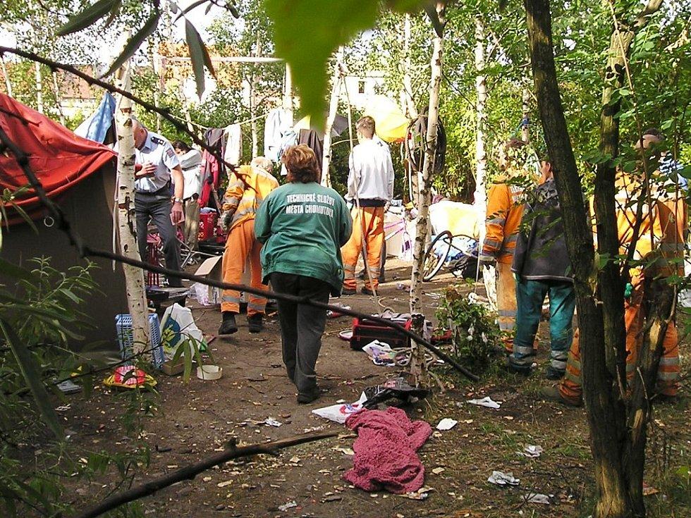 Skládka, obývaná bezdomovci....