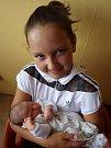 Liliana Pešornová se narodila 11. července 2017 v 10.34 hodin rodičům Růženě Lelovicsové a Janu Pešornovi z Kadaně. Měřila 50 cm a vážila 3,45 kg. Na snímku je se sestřenicí Kristýnou Veprykovou.