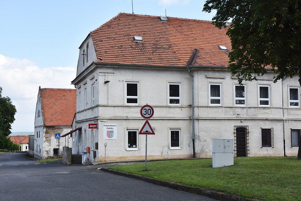 Pohostinství v Polákách patří obci Chbany.