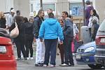 Romové na parkovišti nad Roxy klubem na Písečné.