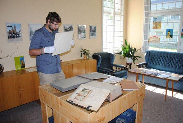 Jirkovský kronikář Pavel Simet vítá badatele každý čtvrtek.
