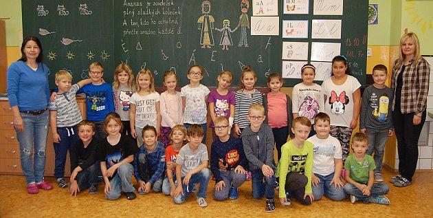 Žáci 1.AZŠ Březenecká vChomutově paní učitelky Zdeňky Kořínkové.