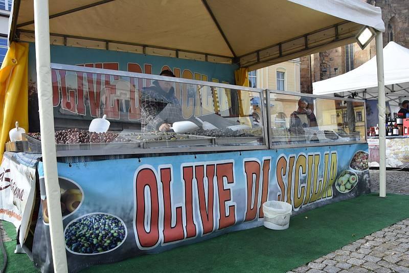 Toskánské víno, sicilské sladkosti, sýry, prosciutto, olivy a další laskominy. Každý, kdo zbožňuje italskou kuchyni, si může v centru Chomutova nakoupit kvalitní italské produkty.