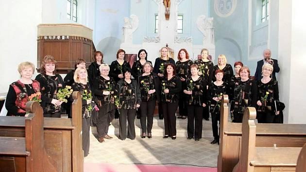 Ženský komorní sbor Jirkov vystoupí v sobotu na zámku Červený Hrádek.