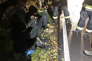 Dobrovolní hasiči z Kytlic zadrželi dvojici mužů, která měla ve Falknově vykrást chalupu.