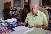 Ředitele chomutovského muzea Stanislava Děda kraj odvolal. Ten se však nechce vzdávat bez boje a přihlásil se do výběrového řízení.