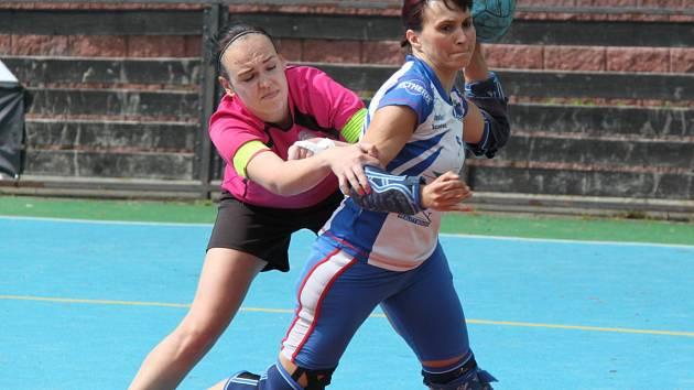 Velké problémy měly doma házenkářky KNH Chomutov s posledním týmem ligy žen SK Studénka.