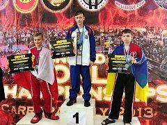 Kadaňský kickboxer Lukáš Buňat na nejvyšším stupni na MS 2018 v Itálii.