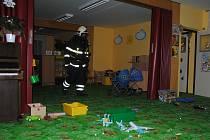 Jirkovští hasiči nacvičovali zásah ve školce.