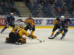 Piráti Chomutov dokázali překonat gólmana Kantora hned čtyřikrát.