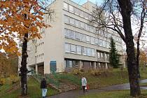 Budova jirkovské polikliniky.