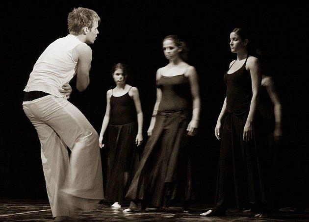 Scénický tanec.