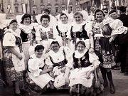 Otvické baráčnice v Kolíně na oslavách 95. let od založení Vlastenecko-dobročinné obce baráčnické. Rok 1968.