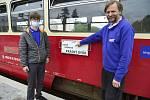 Ani špatné počasí neodradilo turisty  k cestování Doupovskou dráhou. Z Kadaňského nádraží vyjel po čtrnácté hodině motoráček směr Radonice.